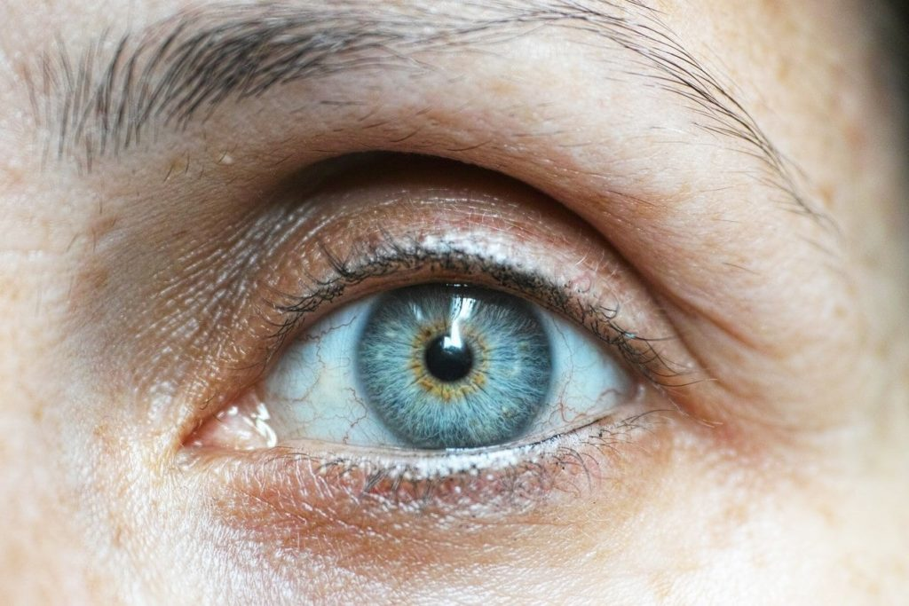 How to get rid of hooded eyes naturally
